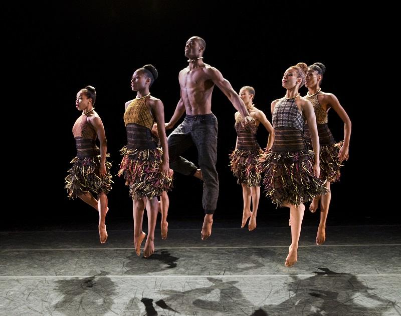 Lift Choreography: Aszure Barton Alvin Ailey American Dance Theater Credit Photo: Paul Kolnik studio@paulkolnik.com nyc 212-362-7778