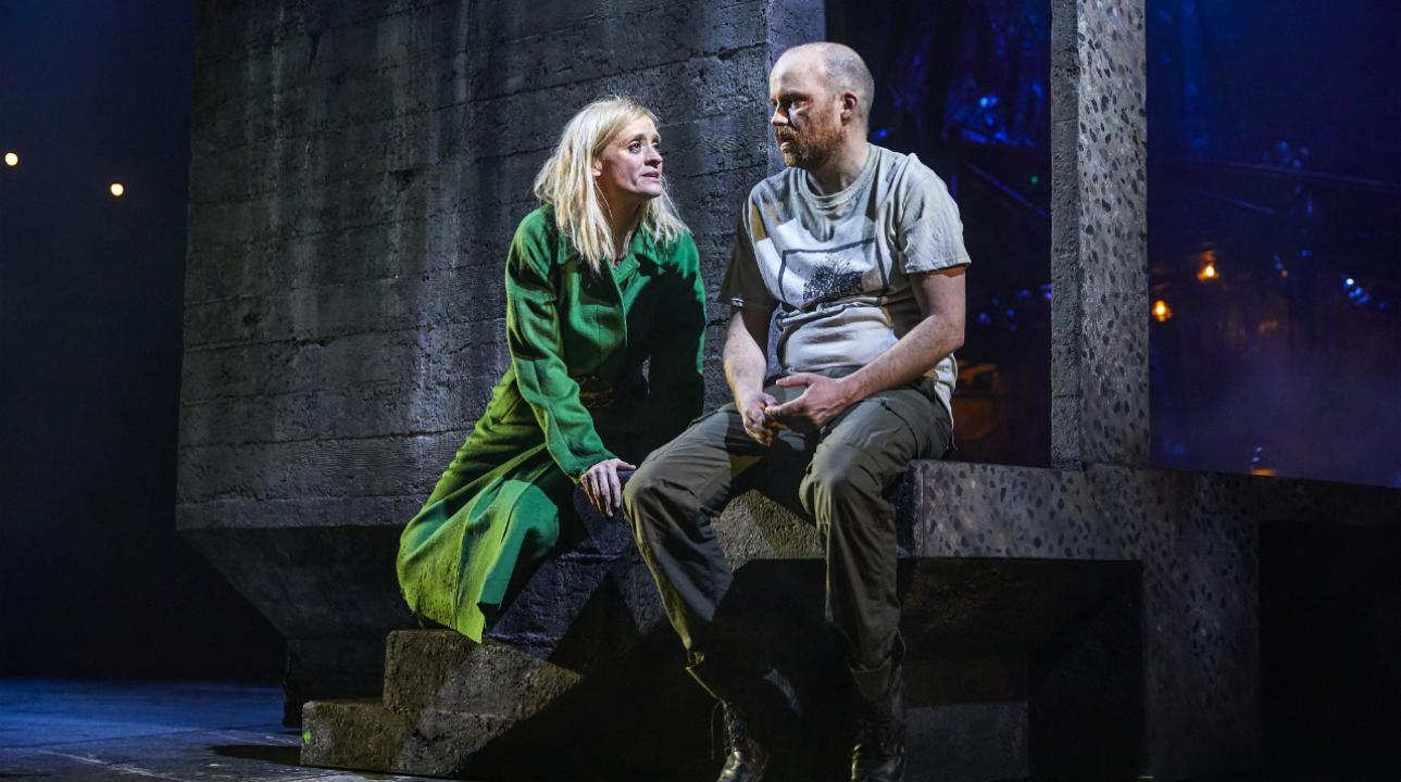 anne-marie_duff_as_lady_macbeth_and_rory_kinnear_as_macbeth_in_macbeth_at_the_national_theatre_c_brinkhoff_mogenburg_1002-0575