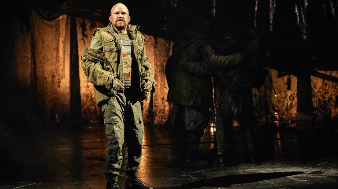 rory_kinnear_as_macbeth_in_macbeth_at_the_national_theatre_c_brinkhoff_mogenburg_1002-0492